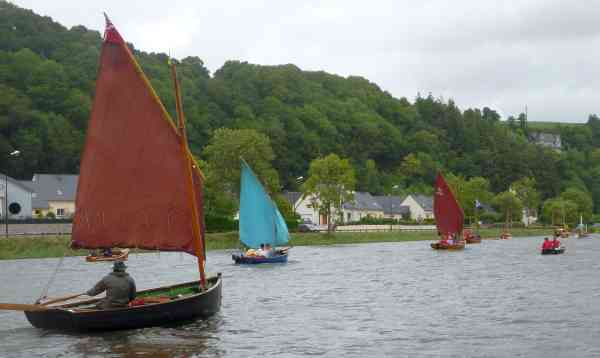 The fleet approaching Port Launay, Roger at left